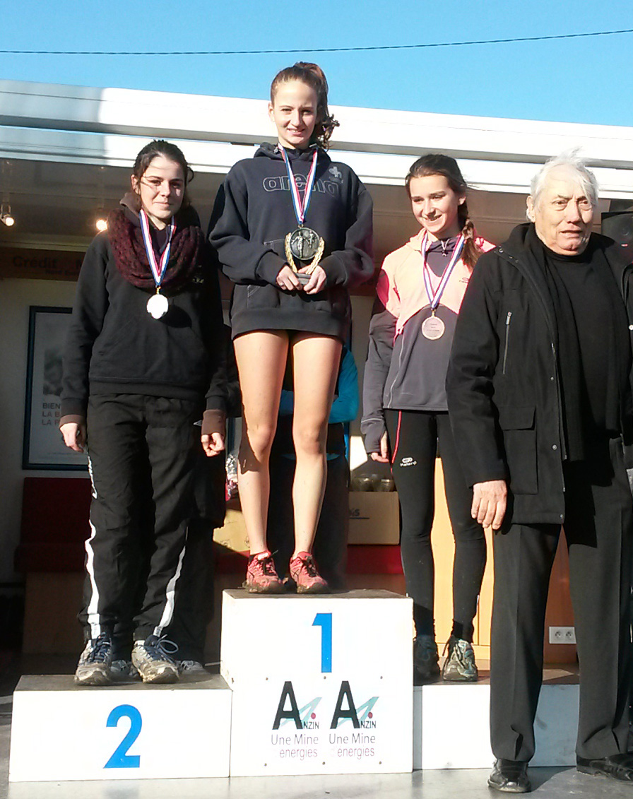 Depart_cross_Podium_Helena.jpg